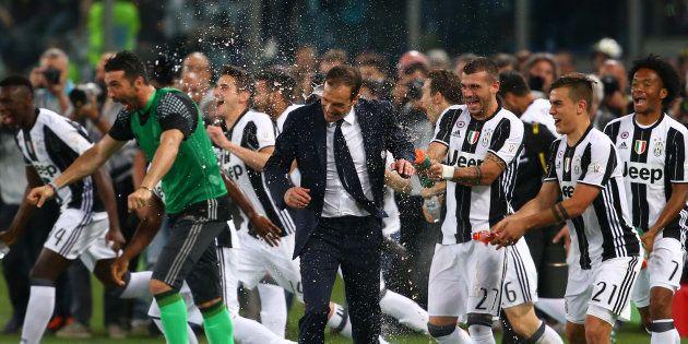 Come te nessuno mai. Juventus campione d'Italia: vince il sesto scudetto consecutivo, record assoluto...