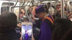 Salta la laurea per un guasto alla metro, tutto il vagone gli improvvisa una festa nel
