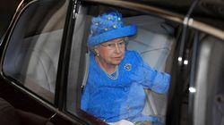 La regina Elisabetta è stata denunciata da un suddito perché non indossa la cintura di