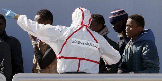 Ancora una volta lasciati soli. Francia e Spagna dicono no a sbarchi di migranti nei loro porti. Dall'Ue...
