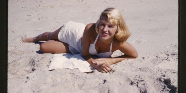 Si suicidò a 30 anni ma oggi queste foto svelano (anche) il volto luminoso di Sylvia