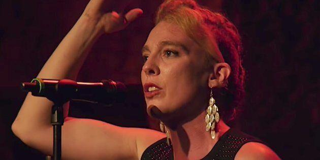Una cantante francese è morta durante un concerto. Potrebbe essere rimasta