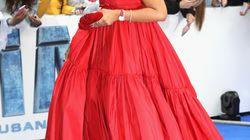 Rihanna risponde con questo vestito a chi la critica di essere ingrassata