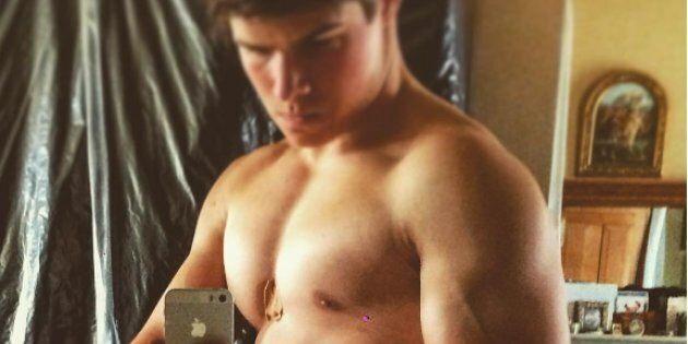 Chatto ha 18 anni ed è il nipote della Regina Elisabetta. Le sue pose su Instagram non sono passate