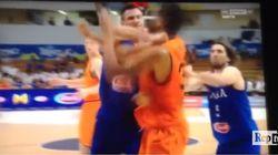 Gallinari stende un avversario con un pugno e si rompe la mano: Europei