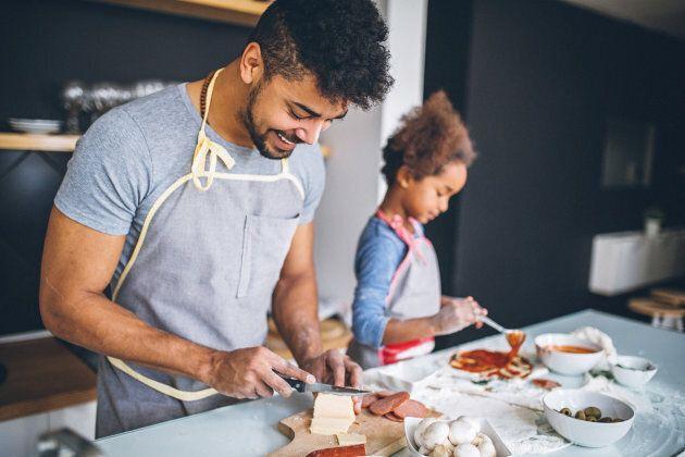 Un papà che cucina per la