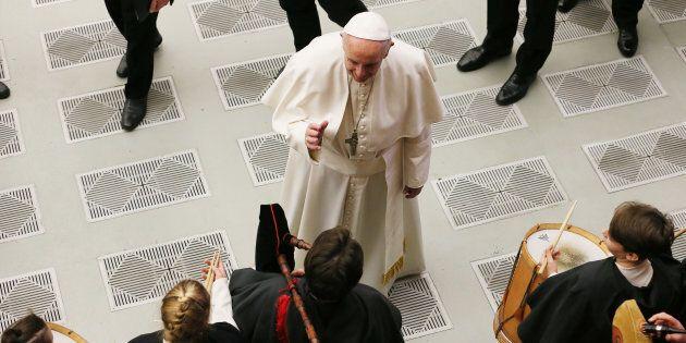 La sfida di Bergoglio sui migranti. Francesco contro l'onda montante dei
