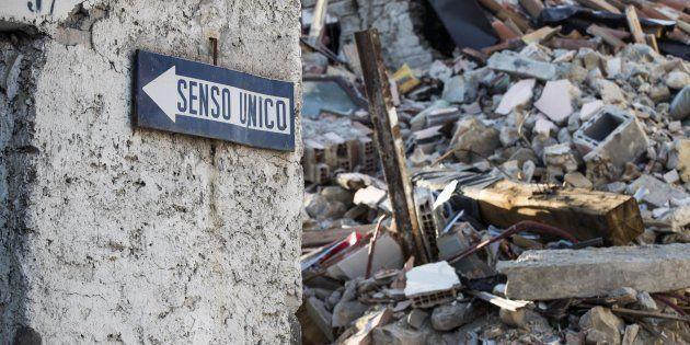 Le macerie delle palazzine crollate a causa del terremoto del 24 agosto 2016, lungo Via Roma. Amatrice,...