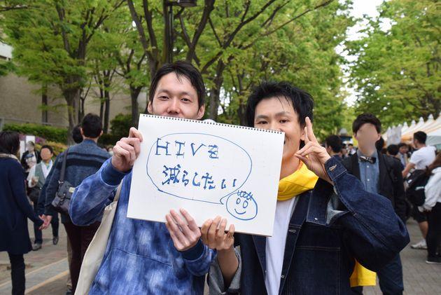 入倉さん(左)と三浦さんはパートナー同士で、ともにHIVの啓蒙活動をしています。「令和には、HIVを減らしていきたいです!」