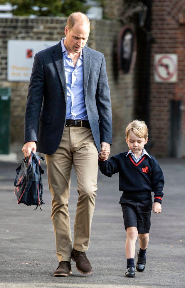 Il principe William accompagna il figlio George per il primo giorno di scuola, ma Kate resta a