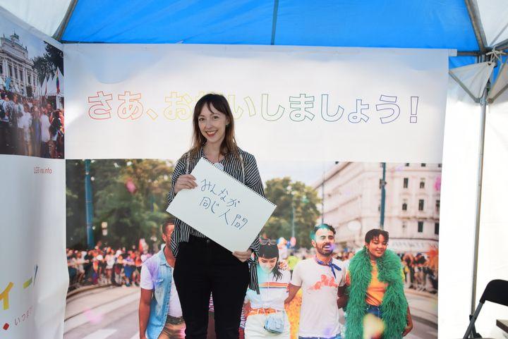 オーストリア出身のシモーネさんは、現在日本の大学院で国際コミュニケーションを勉強中。新時代には「お互いを認め合うようになって欲しい」と話してくれました。