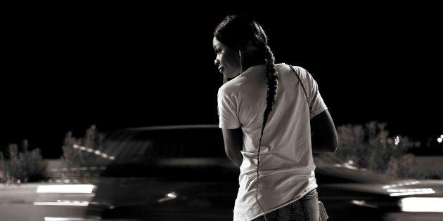 Questi volti e questi corpi raccontano le speranze di chi cercava una nuova vita e ha trovato la prostituzione...