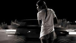Questi volti e questi corpi raccontano le speranze di chi cercava una nuova vita e ha trovato la prostituzione come unica