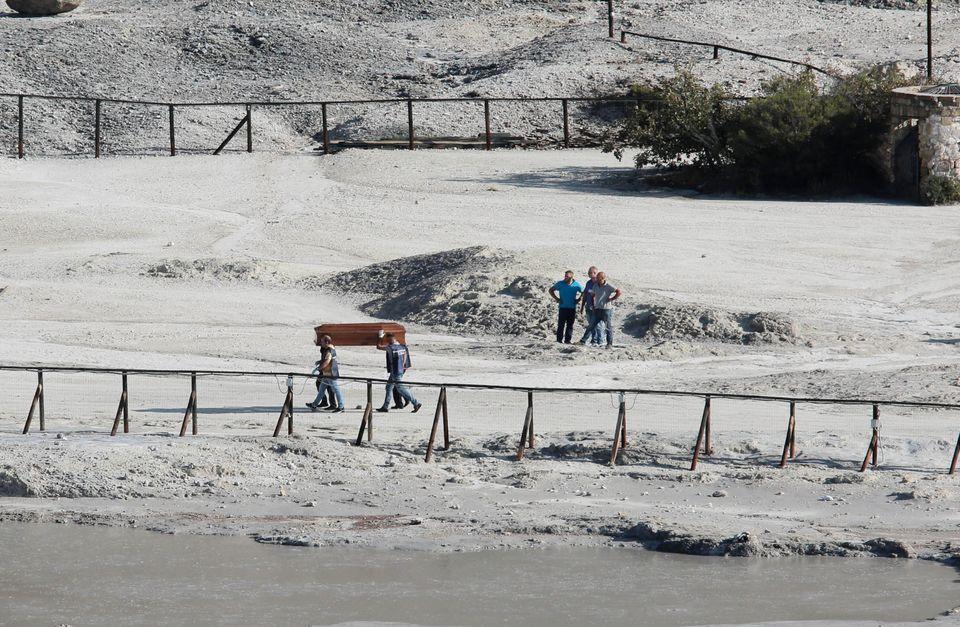 La #solfatara di #Pozzuoli, dove è morta una famiglia di turisti di Torino: un uomo di 45 anni, la moglie...