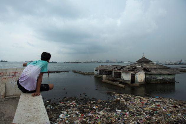Η Ινδονησία αλλάζει πρωτεύουσα επειδή η Τζακάρτα