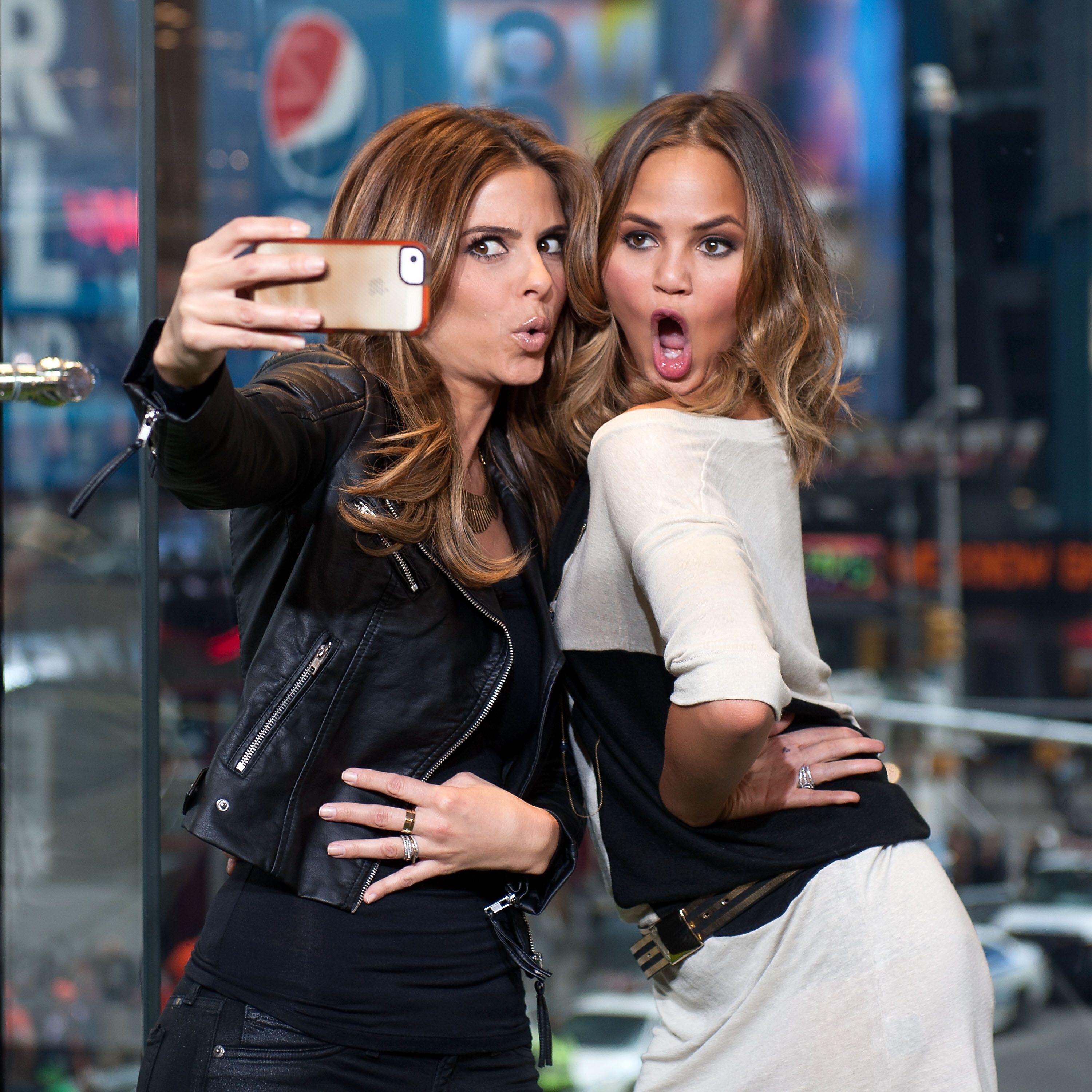 """NEW YORK, NY - JANUARY 31:  (L-R) Maria Menounos (L) and Chrissie Teigen visit """"Extra"""" in Times Square on January 31, 2014 in New York City.  (Photo by D Dipasupil/Getty Images for Extra)"""