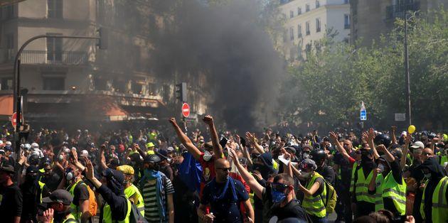Un gilet jaune du cortège parisien du 20 avril (photo) a été condamné à...