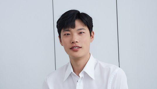 [허프 인터뷰] 배우 류준열에게 '당신은 어떤 사람이냐'고