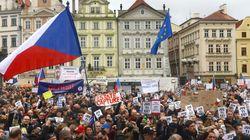 Τσεχία: Μεγάλες διαδηλώσεις στην Πράγα κατά του πρωθυπουργού