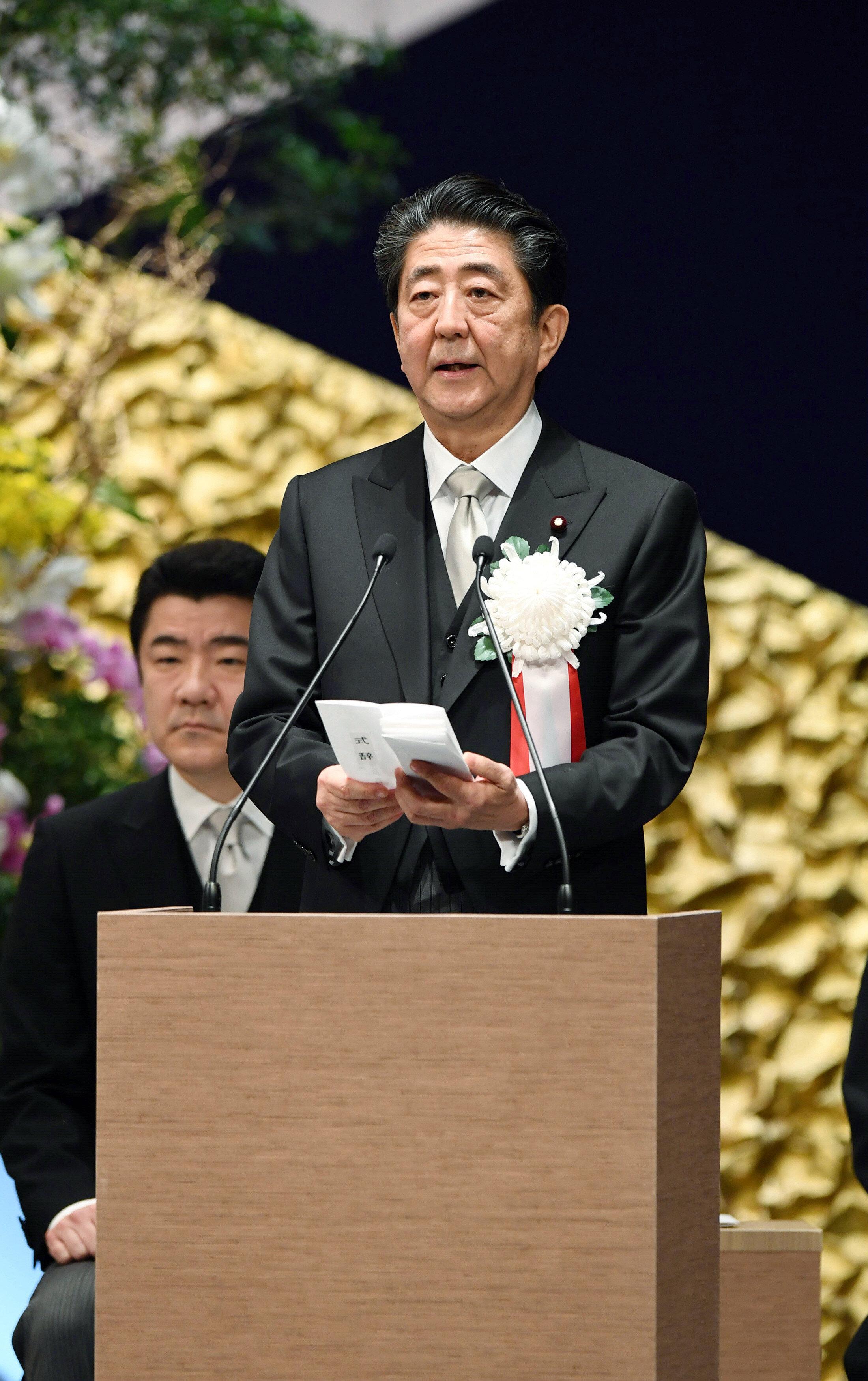 安倍首相、陛下に謝意 「国民に明日への勇気と希望を与えてくださいました」