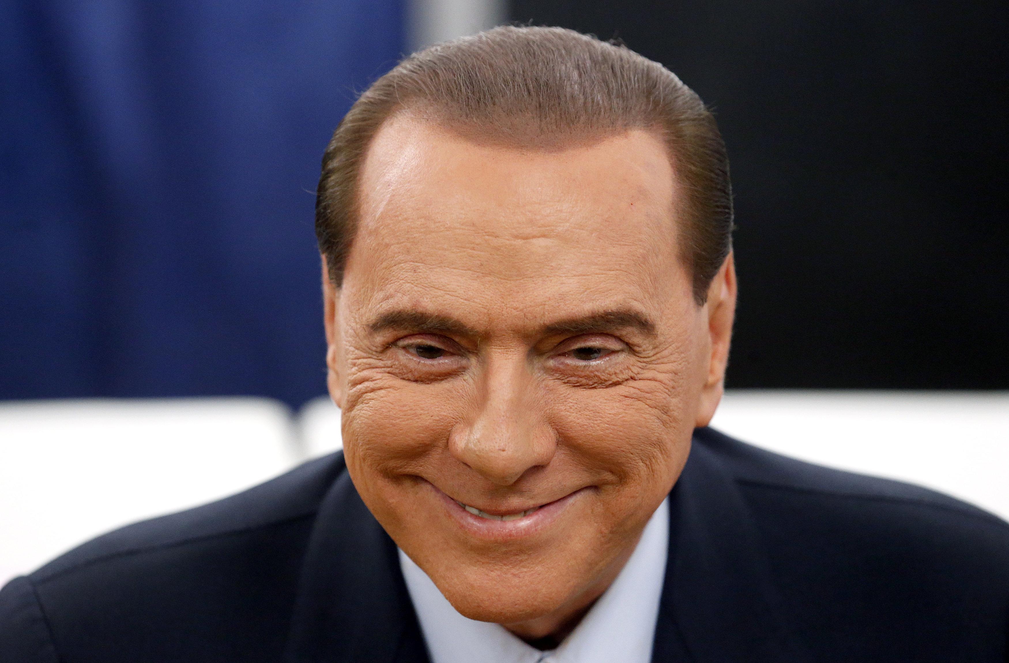 Berlusconi, hospitalizado en Milán por un cólico nefrítico