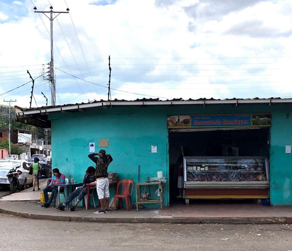 Cenário em Santa Elena de Uairén é de total abandono, com comércio desabastecido e sem turistas.