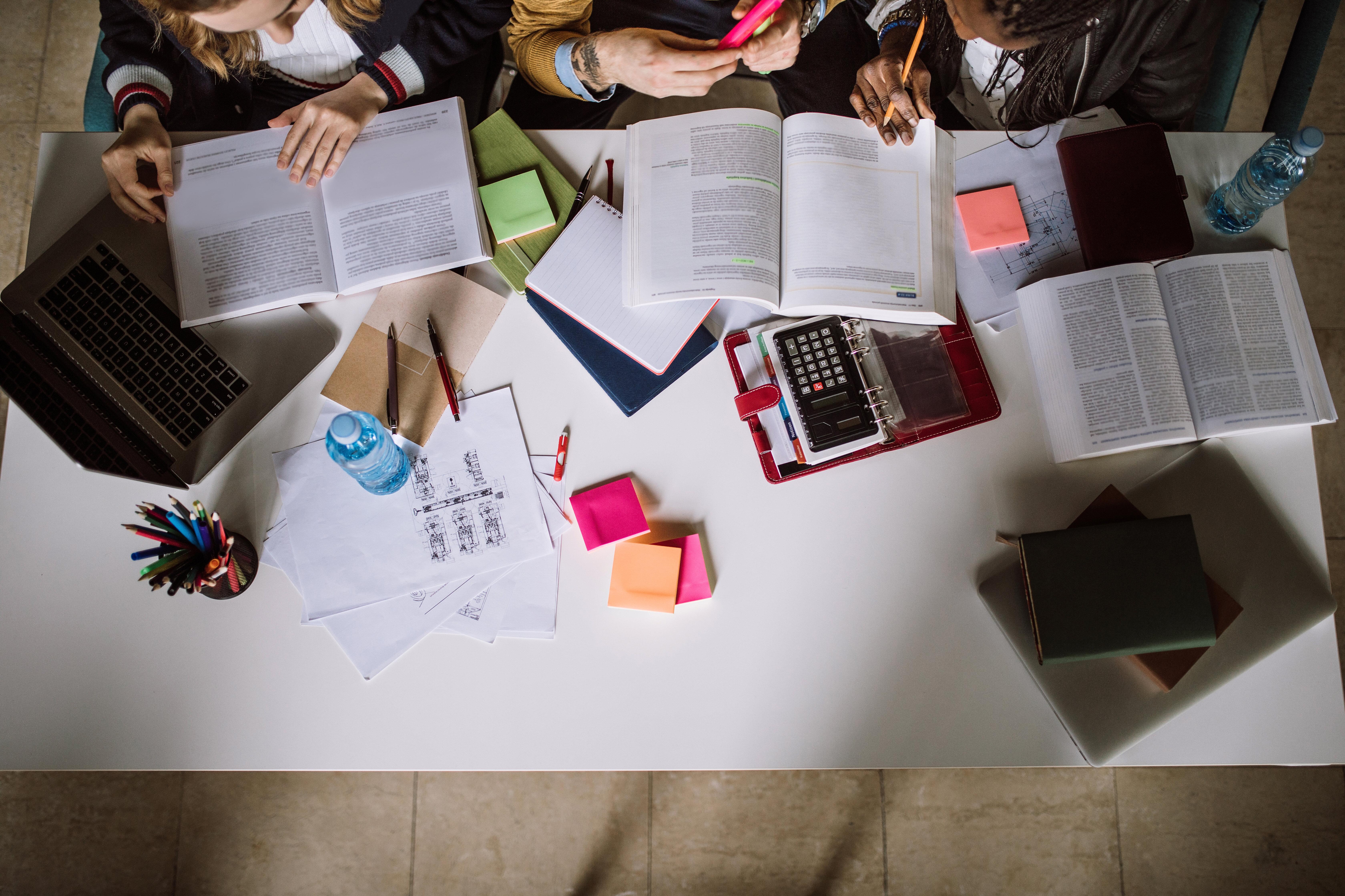 Quels sont les outils nécessaires à la réussite aux examens et