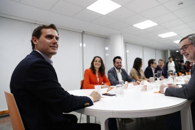 Rivera se abre a pactar con el PSOE en ayuntamientos y