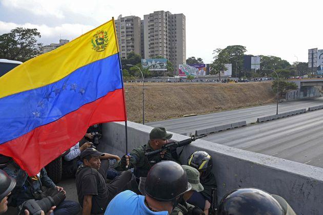Βενεζουέλα: Καμία κίνηση για πραξικόπημα - Νέα αναμέτρηση Μαδούρο-Γκουαϊντό την