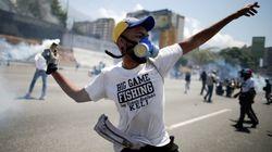 Guaidó diz que tomar o poder é caminho sem volta; Maduro afirma ter lealdade dos comandos