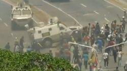 El momento en el que los vehículos militares arrollan a los manifestantes en