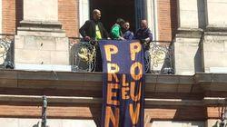 """""""Prenons le pouvoir"""": des manifestants s'introduisent dans la mairie de"""