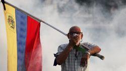 Entre tanques e tiros, confrontos de manifestantes em Caracas deixam mais de 70