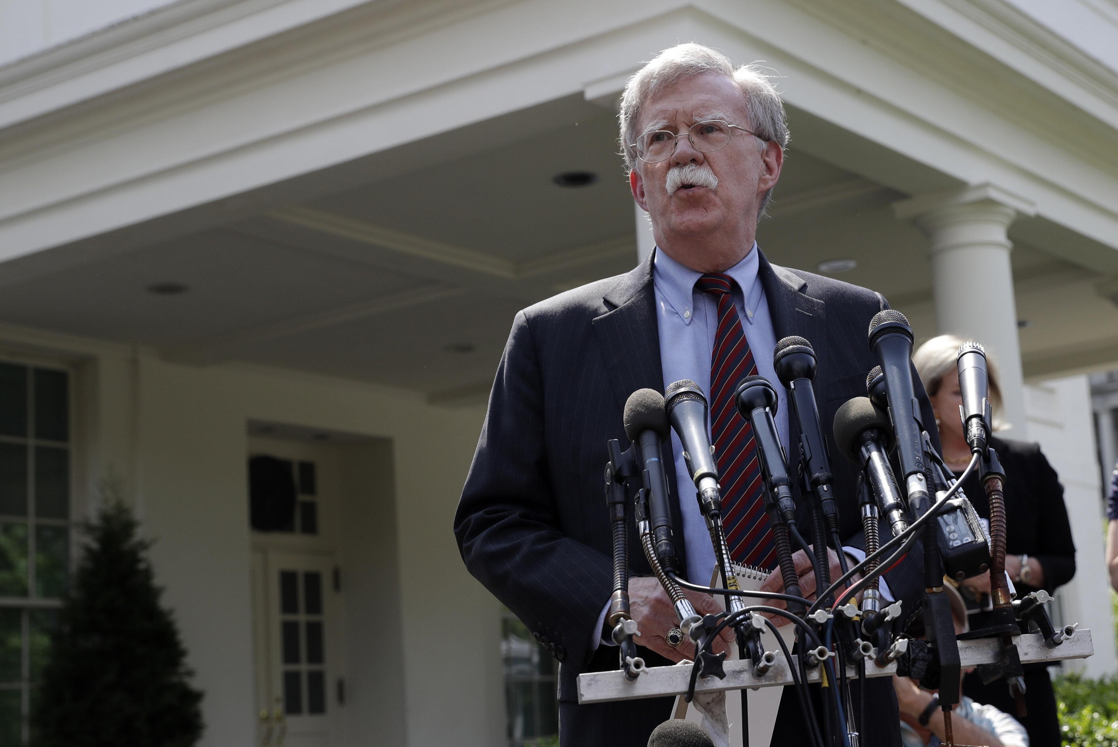 EUA pressionam aliados de Maduro: 'Protejam a Constituição ou afundem com o