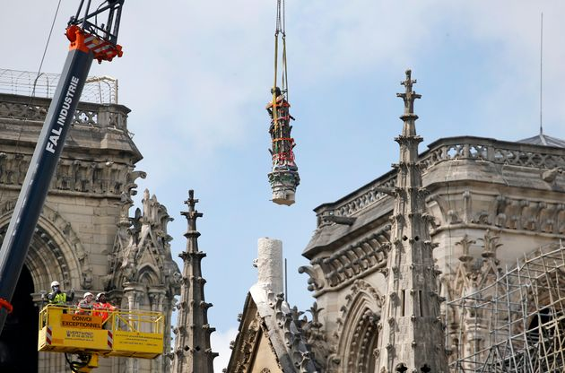Notre-Dame: les statues qui ont échappé à l'incendie présentées au