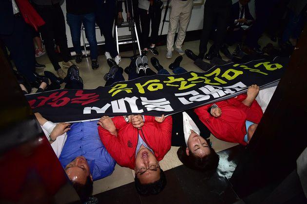 국회법 위반 수사가 자유한국당에 가져올