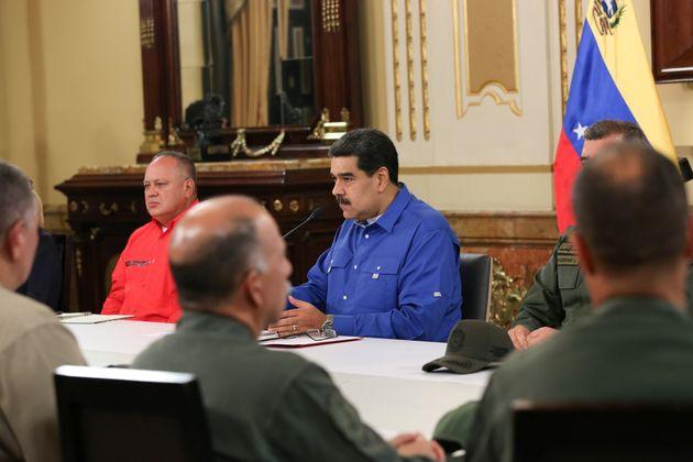 Maduro dément avoir voulu fuir le Venezuela, comme l'affirment les