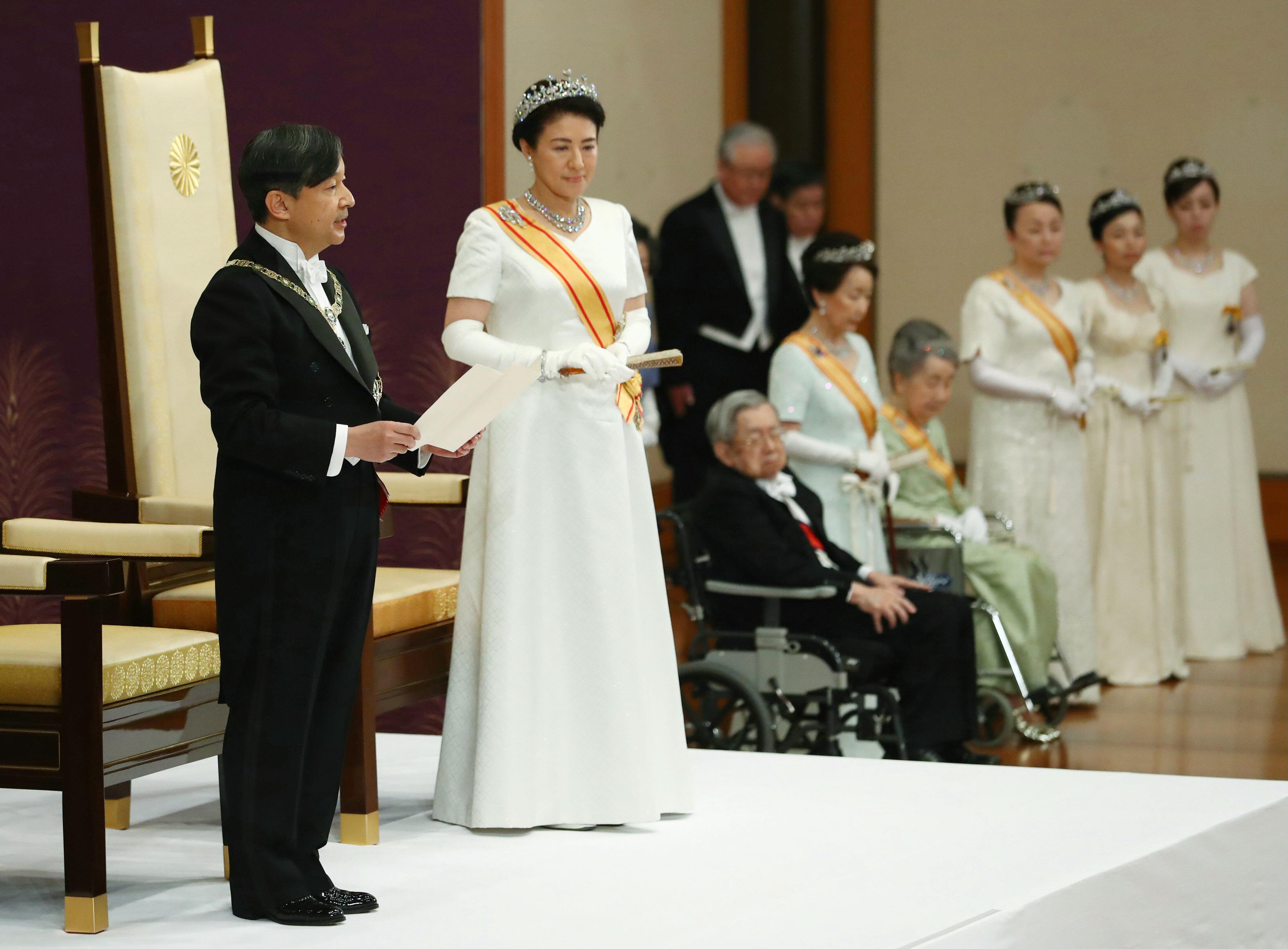 新天皇陛下、最初のお言葉 「常に国民を思い、国民に寄り添う」(全文)