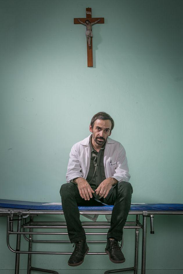 O descrente Dr. Evandro (Julio Andrade) tem um novo desafio: ser o novo diretor do Hospital São...