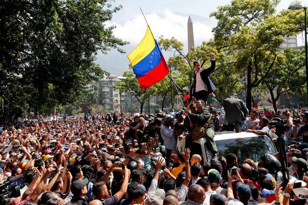 """Maduro qualifica Guaidó, que comanda a Assembleia Nacional de maioria opositora, como """"fantoche""""..."""