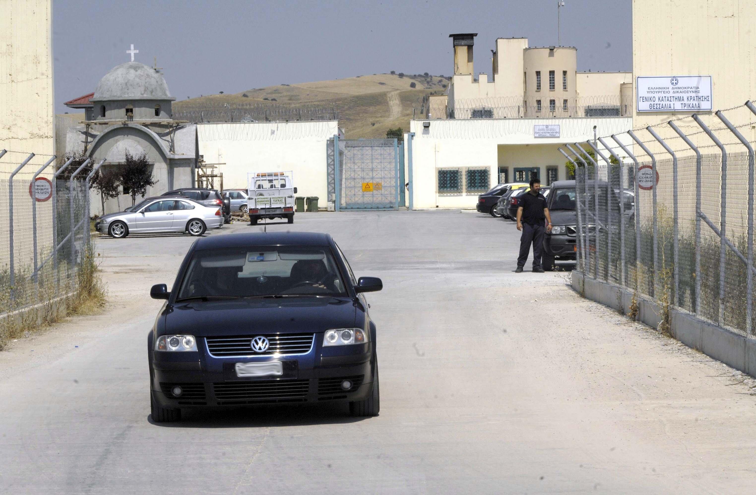 Συμπλοκή στις φυλακές Τρικάλων με έναν νεκρό