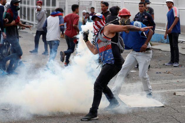 Vítimas foram atingidas por bala de borracha, armas de fogo e bombas de gás lacrimogêneo...