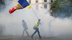 1er mai: gilets jaunes et syndicats réussissent leur union, gâchée par la violence à