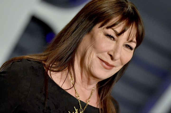 Anjelica Huston raised some eyebrows with her comments about Woody Allen and Roman Polanski in a new profile.