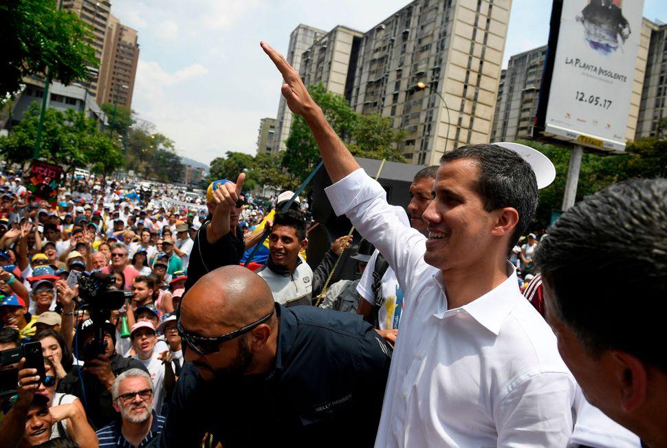 Crise na Venezuela se agravou após o presidente da Assembleia Nacional, Juan Guaidó, se...