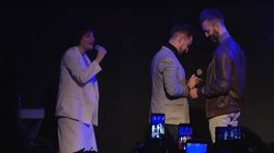 Arisa fa da Cupido a Roberto e Fabio: la proposta di matrimonio sul palco è