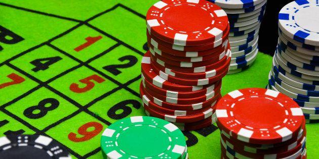 Sottratti 1,4 milioni di euro per giocare d'azzardo: arrestato funzionario del ministero della