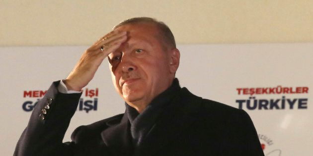 Il partito di Recep Tayyip Erdogan, sconfitto ad Ankara, sta per perdere anche a