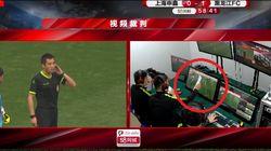Il Var non funziona: in Cina gol annullato con un foglio di