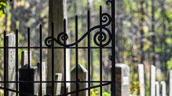 La chiusura automatica del cimitero non è aggiornata all'ora legale: visitatori restano chiusi